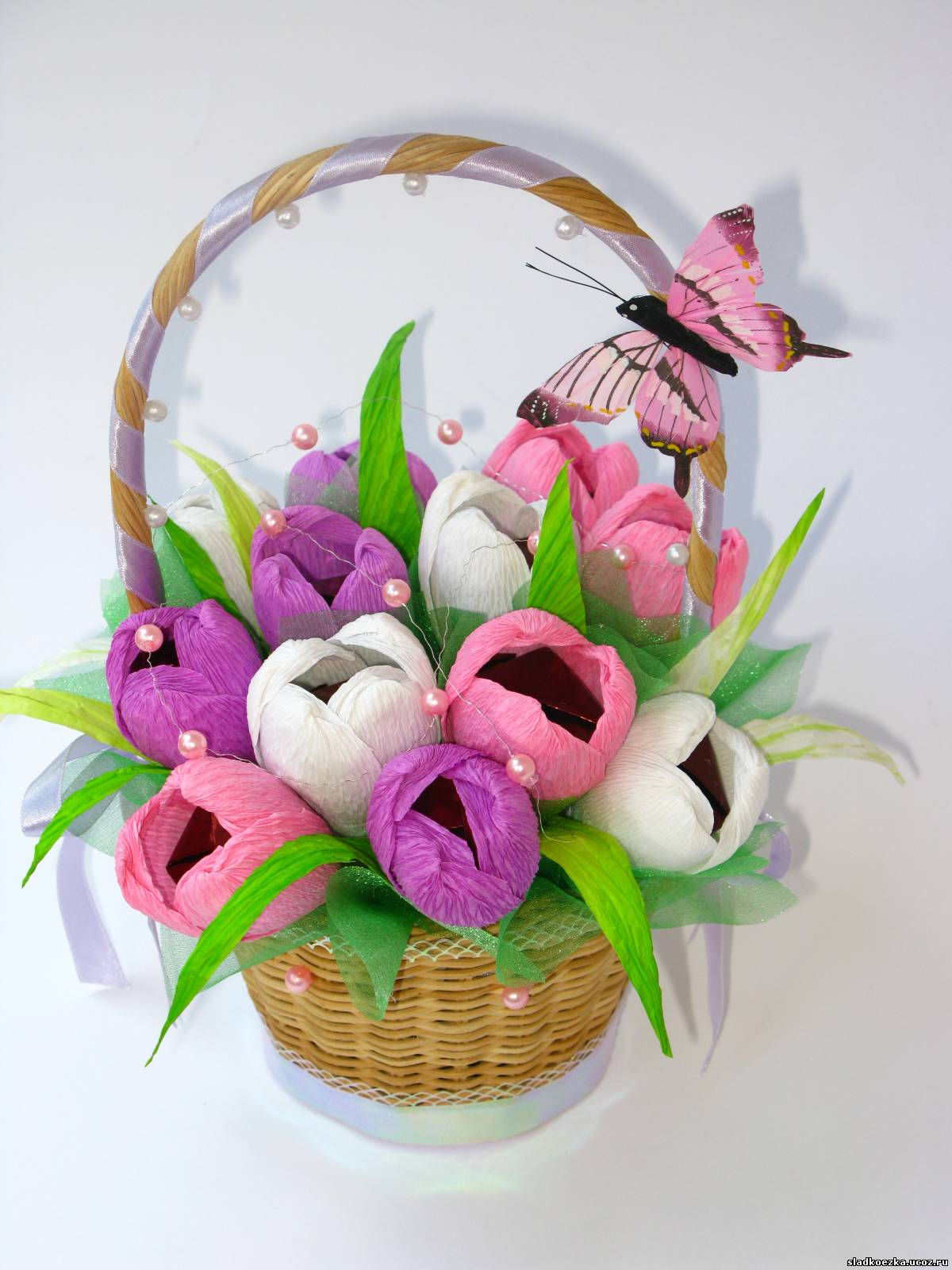 Тюльпаны из бумаги в корзинке своими руками 50