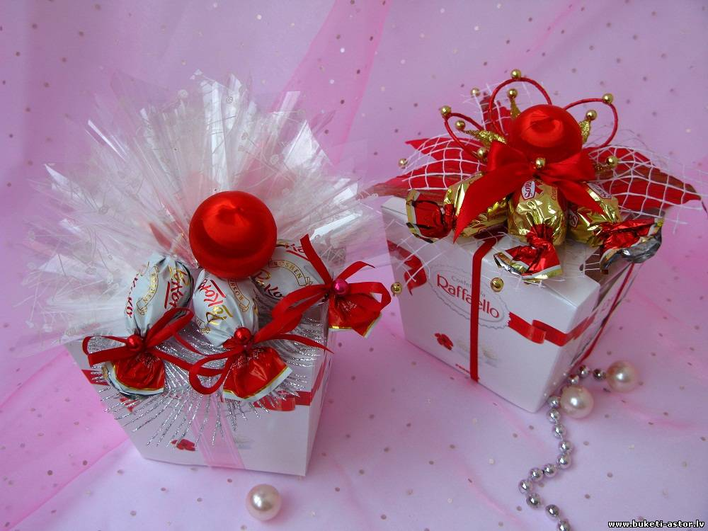 Подарок из коробок конфет 318
